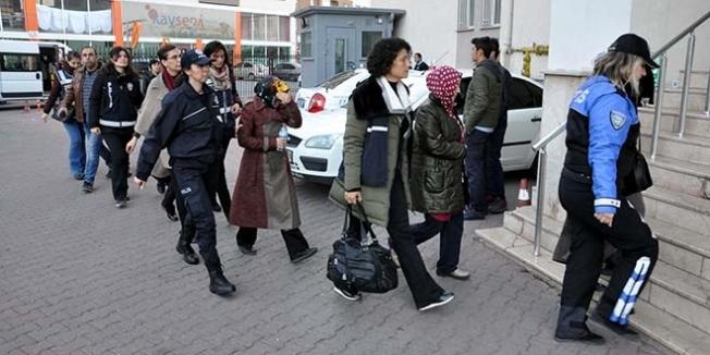 Öğretmenlikten ihraç edilen 13 kadın emniyette