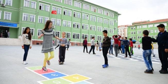 Okul bahçeleri geleneksel oyunlara büründü