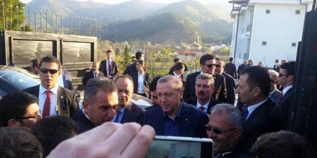 Erdoğan, lise öğrencilerinin kaldığı eve misafir oldu