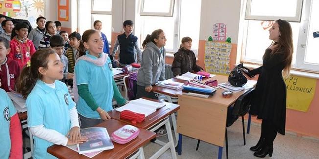 Müdür olarak döndüğü okulda köy çocuklarının umudu oldu