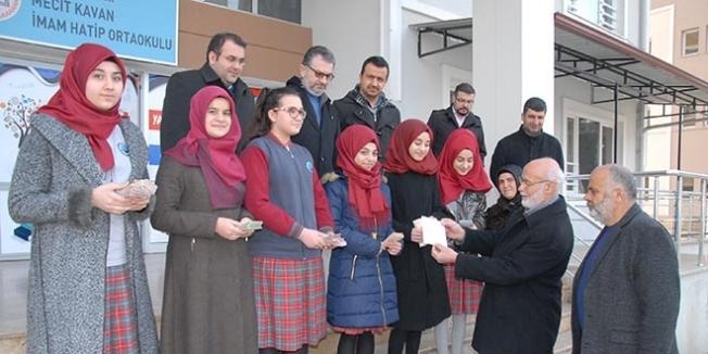 Öğrenciler, Halep için 3 günde 25 bin lira topladı