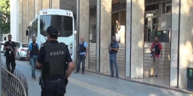 Samsun'da ihraç edilen 4 öğretmen serbest bırakıldı