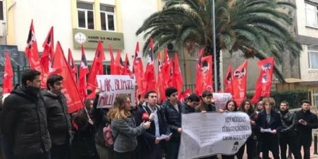 Kadıköy Milli Eğitim Müdürlüğü önünde 'karneli' eylem