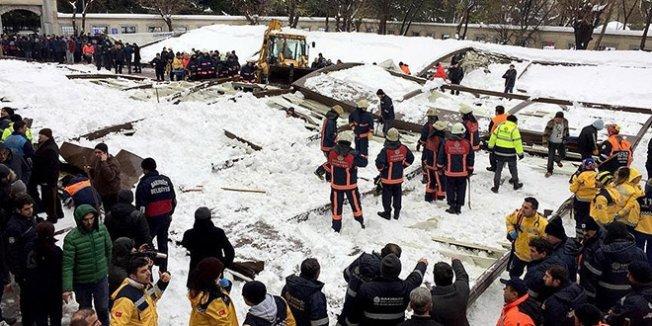 Kar biriken tente cemaatin üzerine çöktü: 3 ölü, 10 yaralı