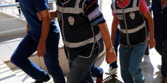 Sivas'ta gözaltına alınan 2 öğretmen tutuklandı