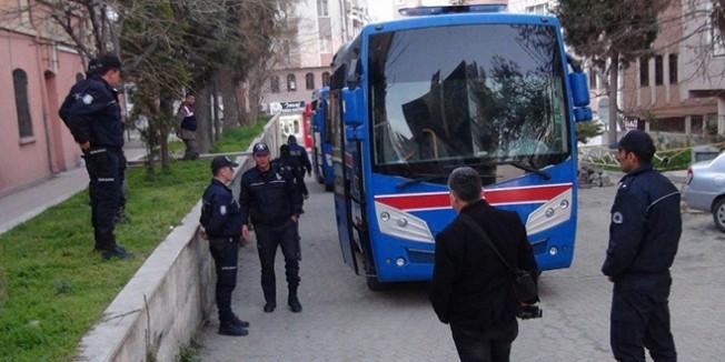 8'i tutuklu 32 öğretmenin yargılandığu duruşma ertelendi