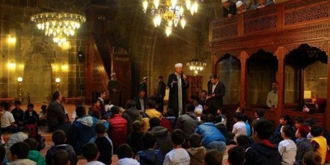 Erzurum'da 300 ilkokul öğrencisi Ulu Cami'de buluştu