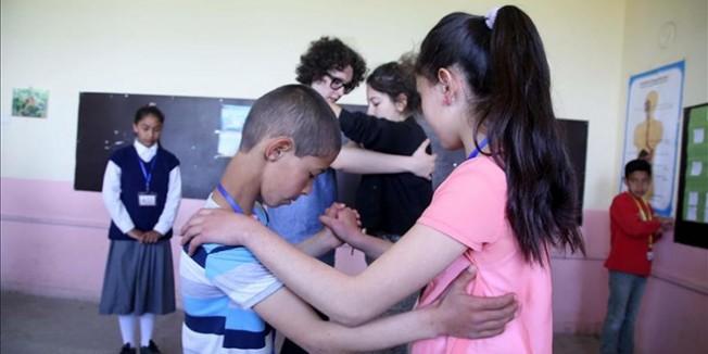 Köy çocuklarının tango mesaisi