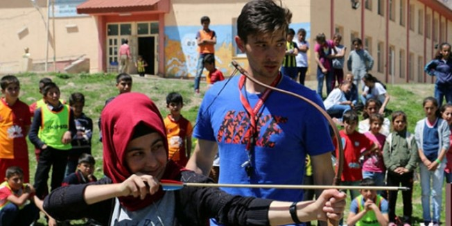 Murat öğretmen Siirt'e umut oldu