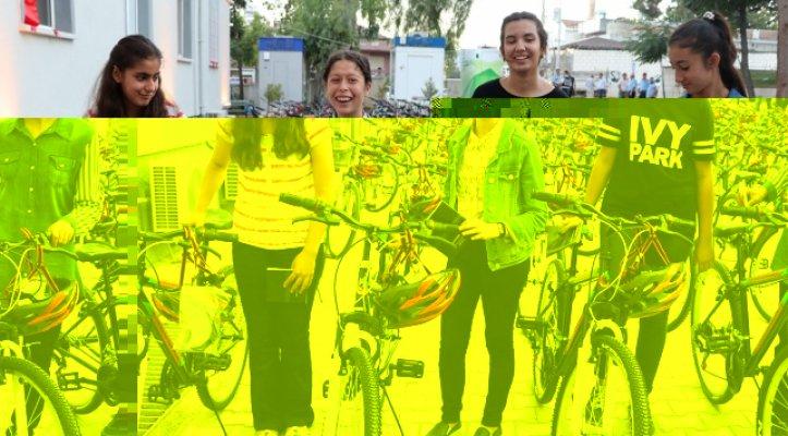 TEOG'da başarılı öğrencilere bisiklet hediye edildi
