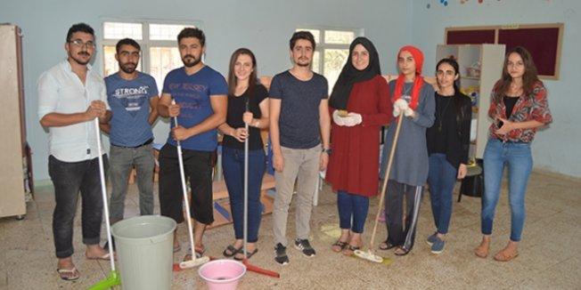 Öğretmenler köy okulunu temizledi
