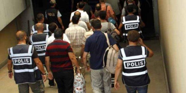 16 ilde FETÖ operasyonu: 24 asker ile 2 öğretmene gözaltı