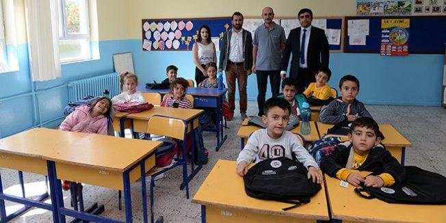 Necmettin öğretmen anısına öğrencilere kırtasiye yardımı