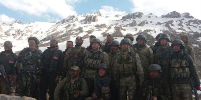 Kato Dağı'nda Jandarma komandolar Öğretmenler Günü'nü kutladı