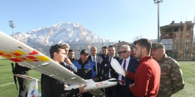 Hakkari'de çocuklara model uçak eğitimi verildi