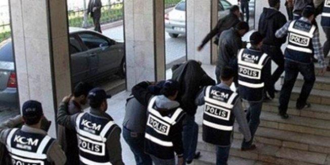 23'ü daha önce meslekten ihraç edilen 25 öğretmene gözaltı