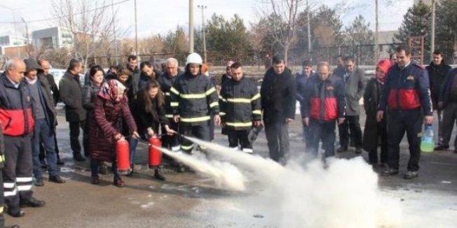 Bitlis'te öğretmenlere yangın tatbikatı