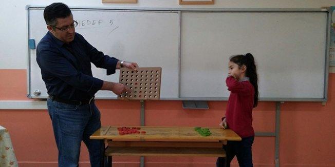 Bu okulda öğrenciler zeka oyunları ile öğreniyorlar