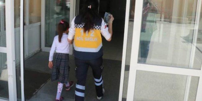 Erzincan'da öğrenci servisi devrildi: 10 yaralı