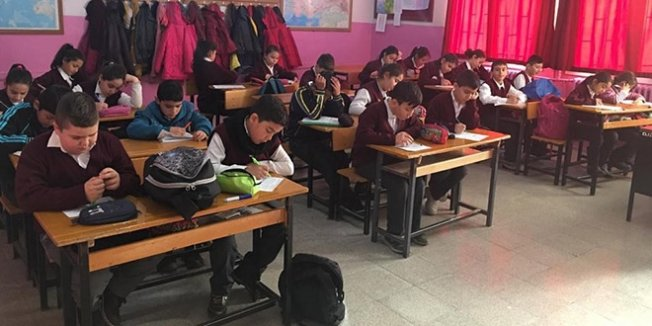 Öğrenciler gözetmensiz sınavda ter döktü