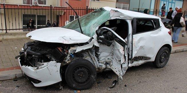 Almanca öğretmeni trafik kazası geçirdi: 1 ölü, 1 yaralı