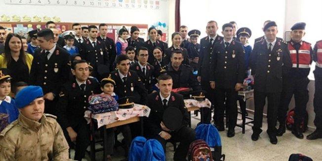 Askeri öğrencilerden okul ziyareti