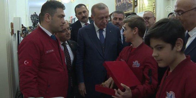 Erdoğan, öğrencilerin yaptığı icatları inceledi