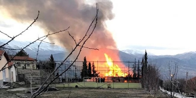 Isparta'da okul yangını
