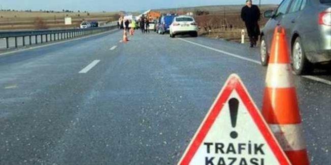 Muğla'da otomobil ile öğrenci servisi çarpıştı: 13 yaralı