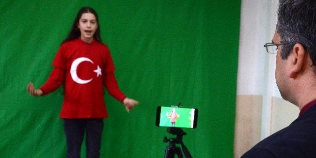 Öğrencilere eğlenceli 'Green Screen' teknoloji dersi