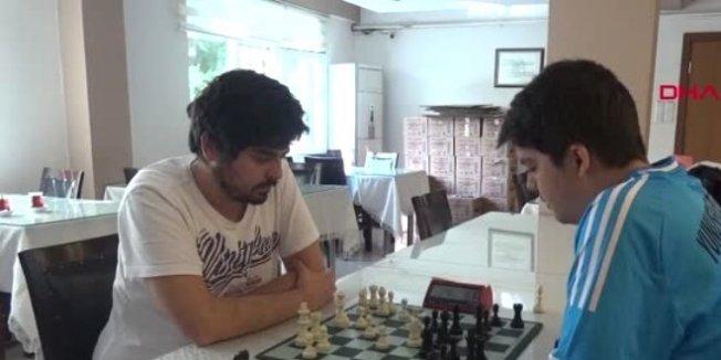 Sosyal medyadan uzaklaşıp, satrançtaki başarısını arttırdı