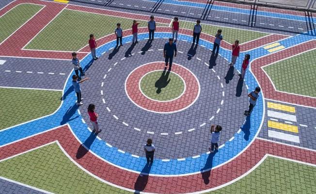 Okul Bahçesinde Trafik Bilinci Kazanıyorlar
