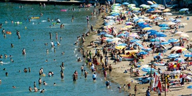 Okullar açıldı, sahiller yabancı turistlere kaldı
