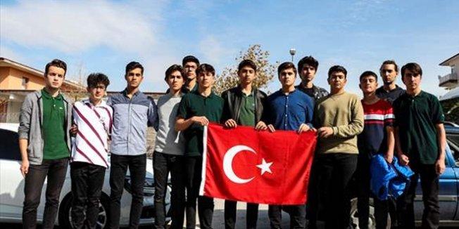 Lise öğrencilerden gönüllü askerlik başvurusu