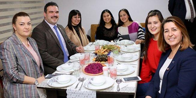 Anadolu Üniversitesi Rektörü'nden öğrenci evine ziyaret