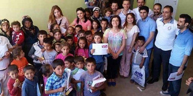 50 öğrenciye karnelerini öğretmenleri götürdü