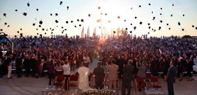 62 yaşındaki imam üniversiteden mezun oldu