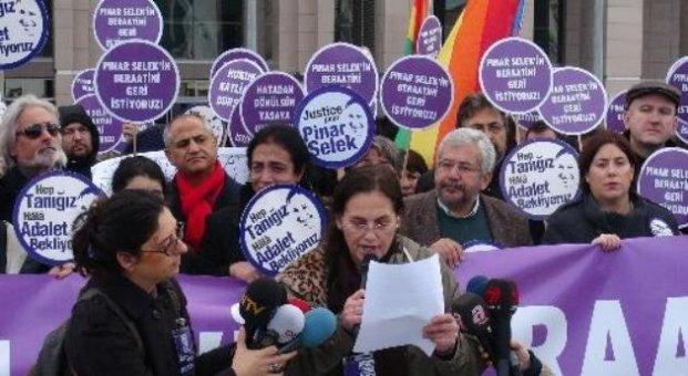 Adliye önünde Pınar Selek için beraat istediler