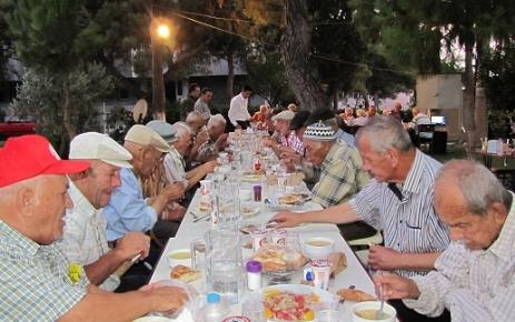 Akhisar Huzurevi'nde iftar coşkusu