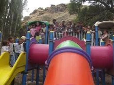 Çağlayancerit'te çocuklar SODES projesi ile parklarına kavuştu