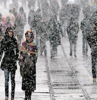 Ankara'ya Mevsimin İlk Karı Düştü