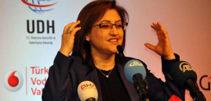 Bakan Şahin'den başörtülü avukat açıklaması