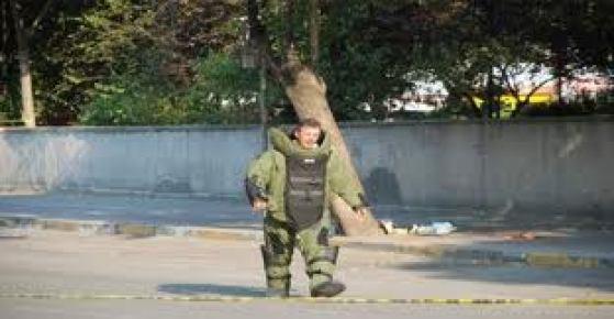 Bakanlık önünde şüpheli paket alarmı