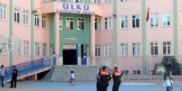 Bomba ihbarı okul boşalttırdı
