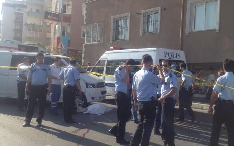 Camiye giderken minibüsün altında kalan şahıs hayatını kaybetti