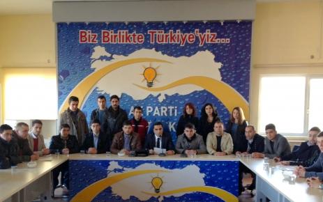 CHP'li İnce'yi protesto eden üniversite öğrencisine AK Parti'den destek
