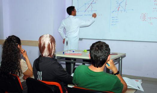 Dersanedeki eğitim personeli, MEB'e atanacak