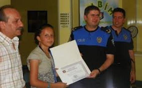 Dil kursu projesine katılan öğrenciler sertifikalarını aldı