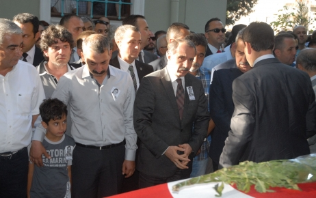 Dinçer, öğrencisi tarafından öldürülen öğretmenin cenazesine katıldı