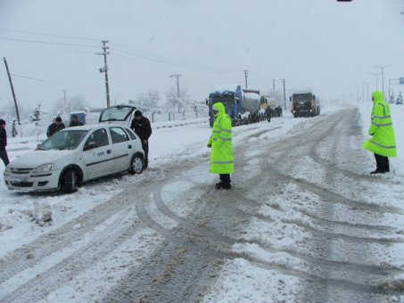 Doğu Anadolu'da 879 köy yolu ulaşıma kapandı